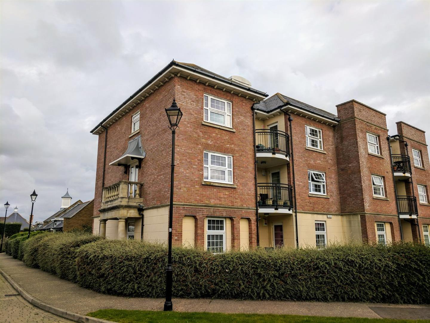 2 Bedrooms Flat for sale in Christchurch Place, Eastbourne